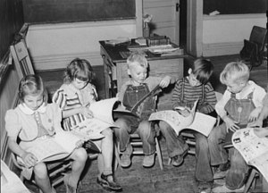 children-reading-1940