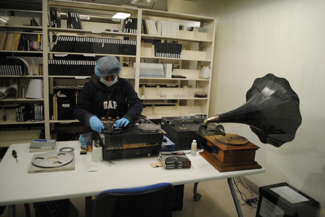 Preservation and recording of magnetic tapes at Fonoteca Nacional in Mexico (CC image by ProtoplasmaKid)